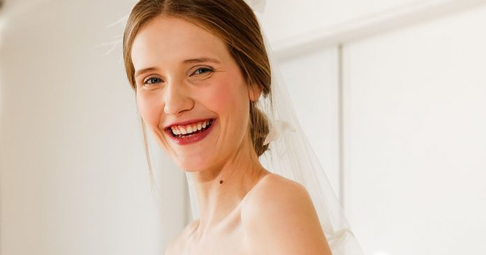 Deep Berry Lipstick Is Fall's Most Beautiful Bridal Beauty Trend