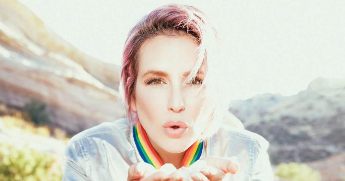 Meet The Crystal-Loving L.A. Nail Artist Behind Julia Roberts' Mystical Manis