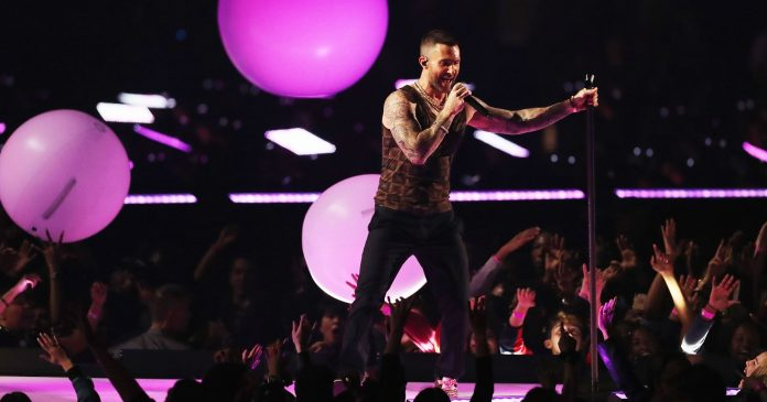 Maroon 5 Proved They Do Not Have Moves Like Jagger At The Super Bowl Halftime Show