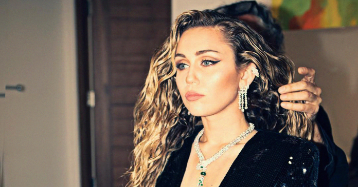 Miley Cyrus Wore Her Natural Waves To The Fanciest Party In Hollywood