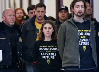 """Students Ask Mitch McConnell To Back The Green New Deal, Saying It's """"Our Only Hope"""""""