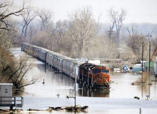 Vox Sentences: Warm water, frozen land