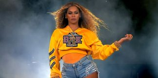 In Homecoming, Beyoncé Transforms From Superstar To Sister-Friend