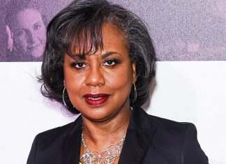 """Anita Hill Says She Was """"Deeply Unsatisfied"""" After Speaking With Joe Biden"""