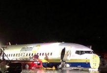 A Boeing 737 safely landed in a Jacksonville, Florida river