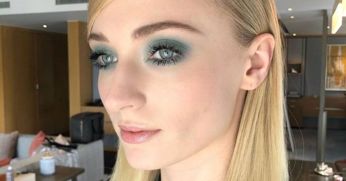 These Celebrities Prove That Blue Eye Makeup Is A Must-Try For Summer