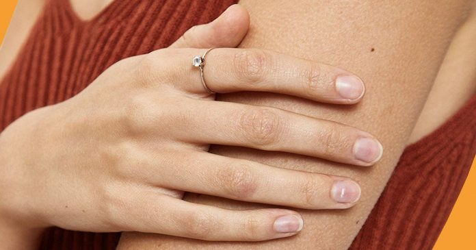 14 Moonstone Rings That Your Gemini Friends Will Love (& You Will Too)