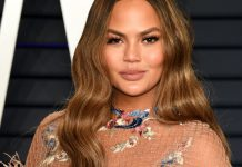"""Chrissy Teigen Wants Luna To Embrace Her """"Curly Hair, Brown Skin, & Goofy Smiles"""""""