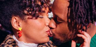 7 Sexy Kissing Games, Because Spin The Bottle Doesn't Belong To Teens