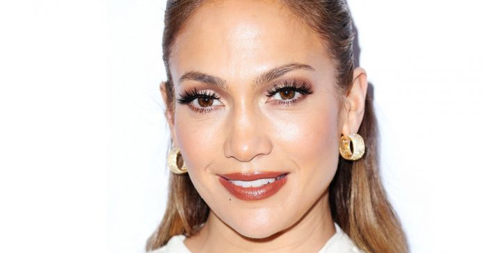 J.Lo Always Wears These 6 Beauty Trends — & No One Has Noticed
