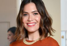 "Mandy Moore's New ""Autumn Glow"" Highlights Require Zero Commitment"