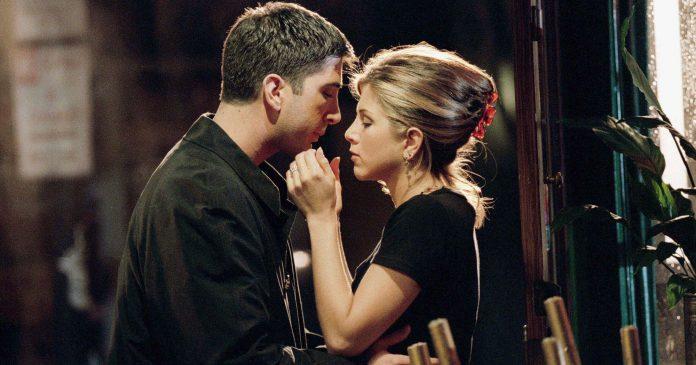 Friends: Were Ross & Rachel Really On A Break? Therapists, Psychics, & Fans Weigh In