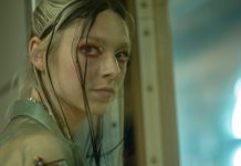 "Euphoria Star Hunter Schafer Has ""Pretty Complicated"" Feelings About Jules' Final Scene"