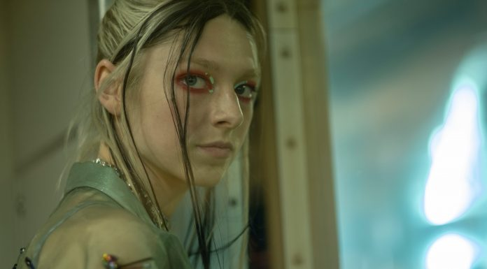 "Euphoria Star Hunter Schafer Has ""Pretty Complicated"" Feelings About Jules' Final Scene"