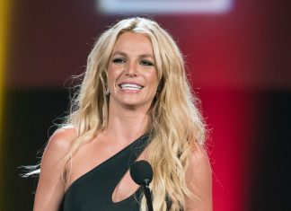 Britney Spears Ditches Her Brunette Hair & Goes Back To Blonde