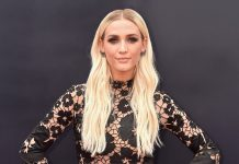 """Ashlee Simpson Just Dyed Her Blonde Hair """"Pumpkin Pink"""" — & Here's What It Looks Like"""