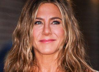 Jennifer Aniston's Stylist Drops Her Wavy Hair Routine — &  Major  Drunk Elephant News