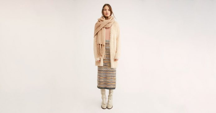 Our Warm, Snuggly, All-Encompassing Guide To Embracing Cozy Style