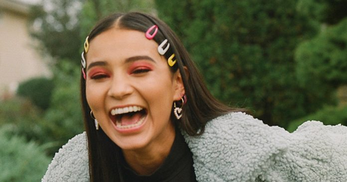 """""""There's No Time To Be Angry. There's Just Time To Act"""": How This Gen-Z Poet Is Using Art As A Catalyst For Change"""