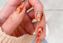 A Glitter Manicure Is The Perfect Winter Accessory