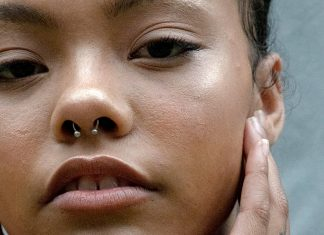 This At-Home Face Massage Lifts & Sculpts In 3 Easy Steps