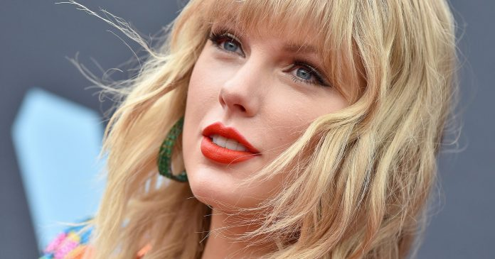 Taylor Swift Just Debuted The Brightest Quarantine Hair Color