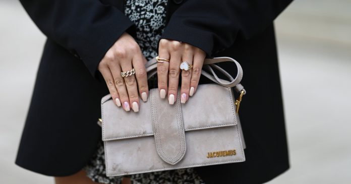 5 Chic & Minimalist Manicures Perfect For A Low-Key Thanksgiving