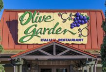 """The controversy over Sean Hannity's Olive Garden """"Pasta Pass,"""" explained"""
