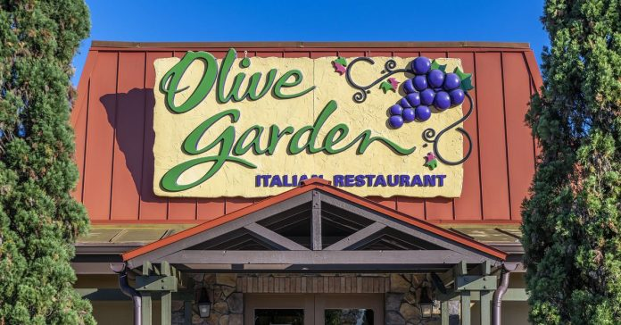 "The controversy over Sean Hannity's Olive Garden ""Pasta Pass,"" explained"