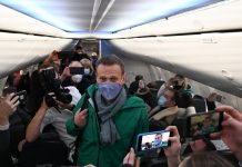 5 months after being poisoned, top Putin critic Alexei Navalny detained upon Moscow return