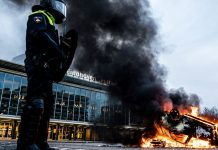 Violent anti-lockdown protests sweep the Netherlands