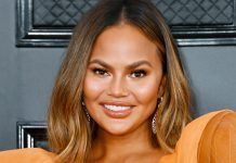 Chrissy Teigen Dyed Her Hair Pastel Pink (For Real This Time)