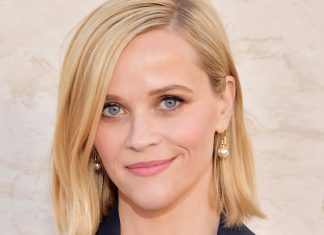 """Reese Witherspoon's New Gig Is A Commitment To """"Clean"""" Skin Care"""