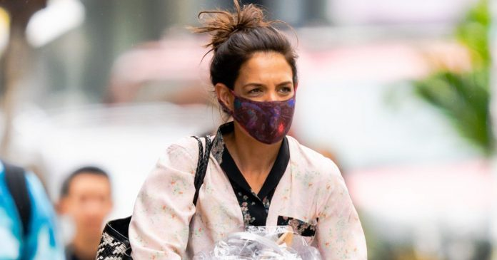 Katie Holmes Wore A Knit Dress With Spring's Biggest Shoe Trend